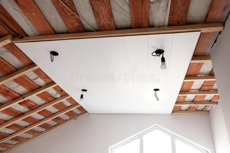 正在建造的阁楼,门禁天花板 免版税库存图片