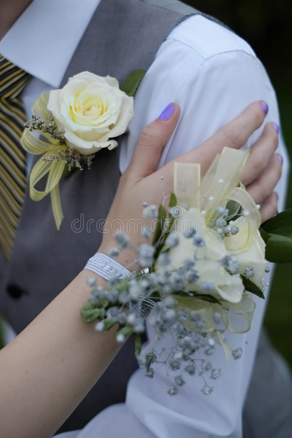 正式正式舞会婚礼胸衣开花男孩和女孩 库存图片