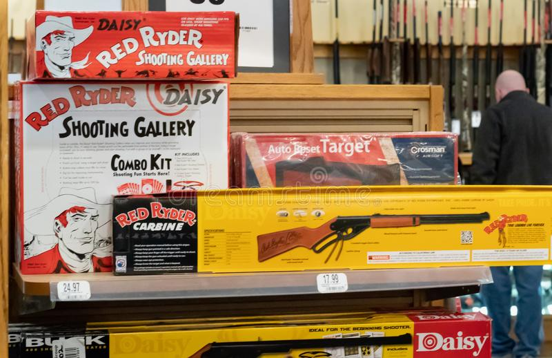 正式红色赖德BB枪和辅助部件/社论 免版税图库摄影