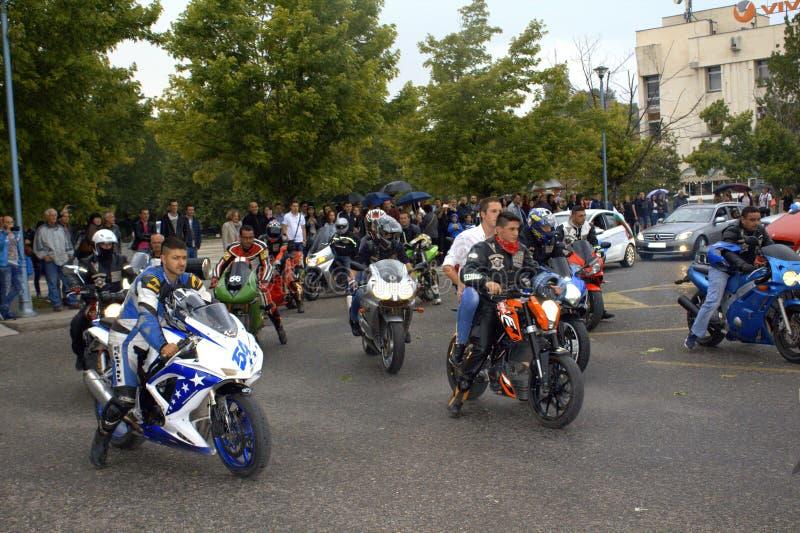 正式舞会的摩托车骑士 库存图片