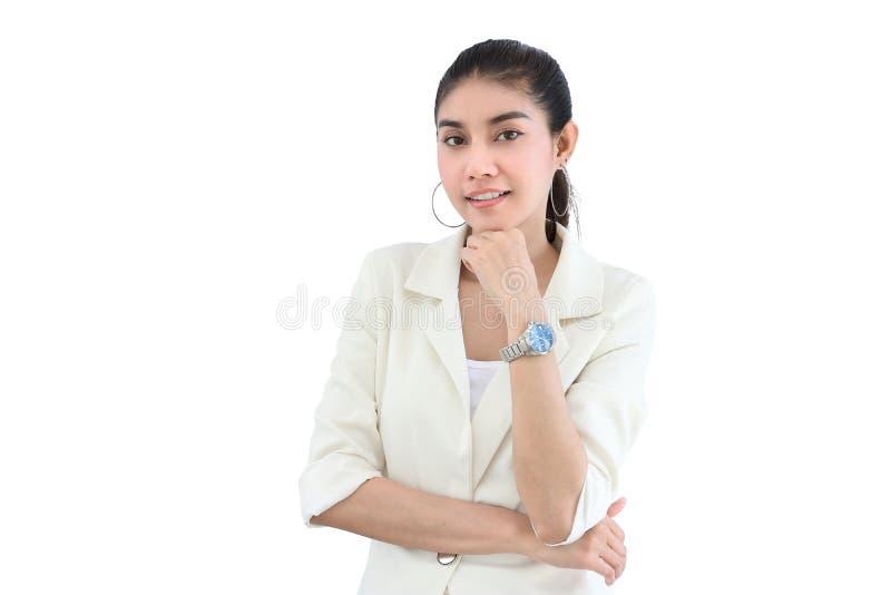 正式衣裳的确信的年轻亚裔女商人在白色隔绝了背景 免版税库存照片