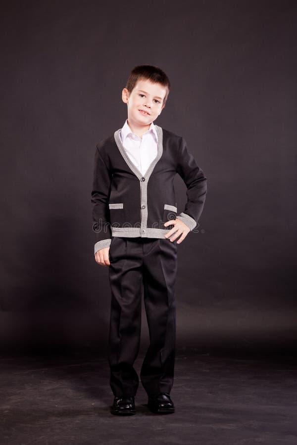 Download 正式dresscode的男孩 库存照片. 图片 包括有 云彩, 放弃, 钉书匠, 纵向, 乐趣, 编码, 礼服 - 22351582