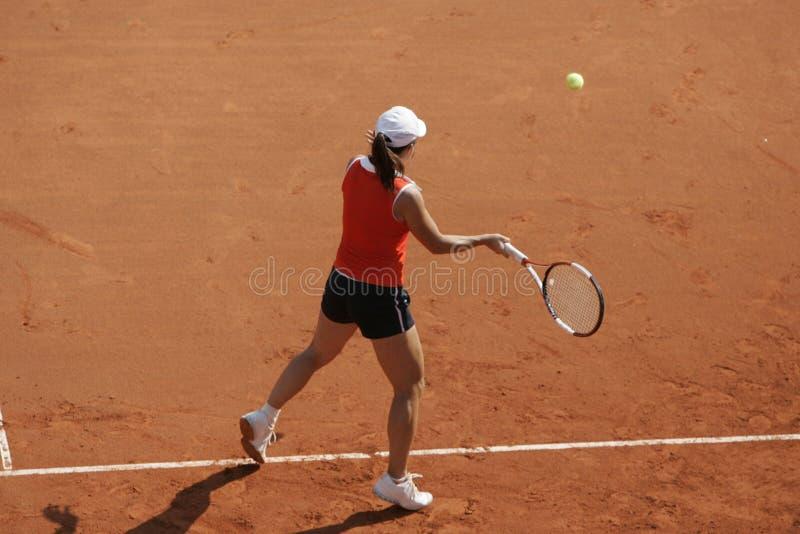 正手击球网球 免版税库存图片