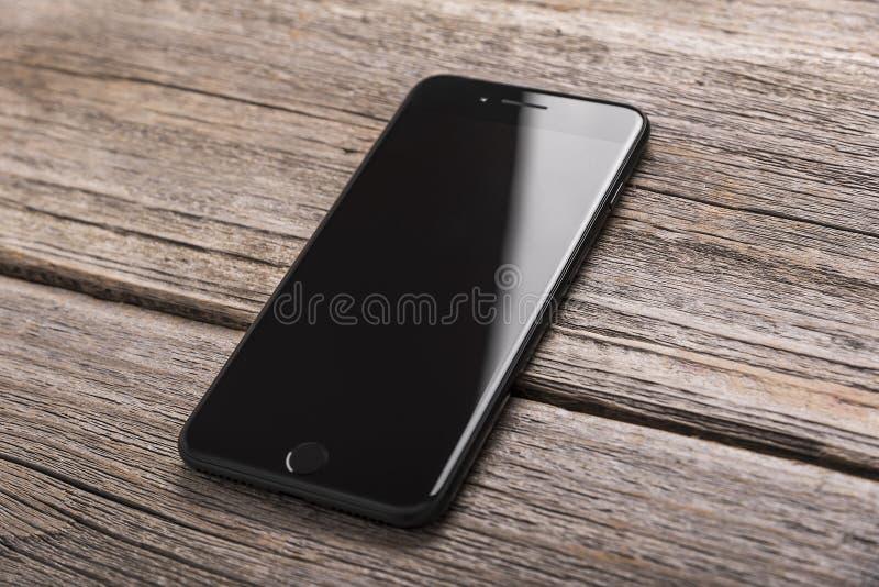 正新的黑iPhone 7 库存图片