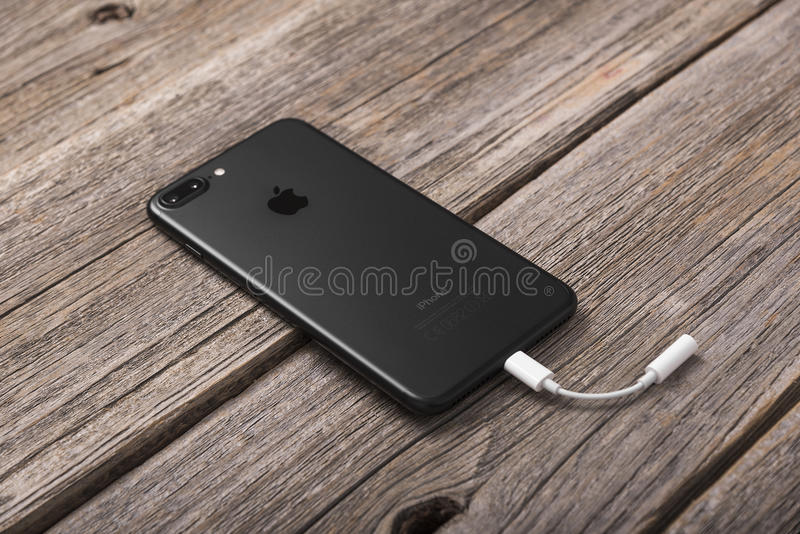 正新的黑iPhone 7 免版税库存图片