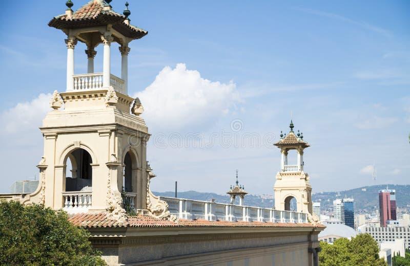 正方形和卡塔龙尼亚的国家博物馆在巴塞罗那 库存照片