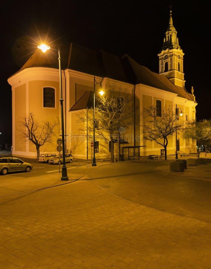 正方形的夜视图在塞克萨德,匈牙利 库存图片