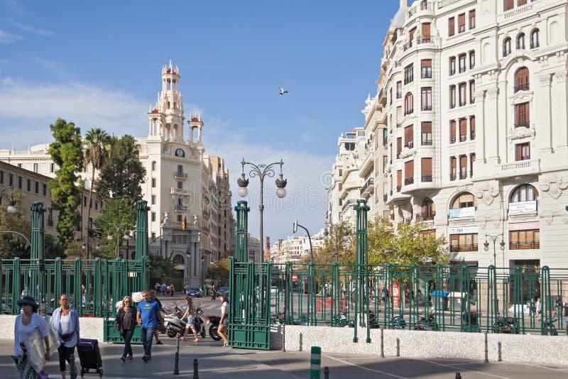 正方形的议院在总台前面在巴伦西亚,西班牙 免版税库存照片