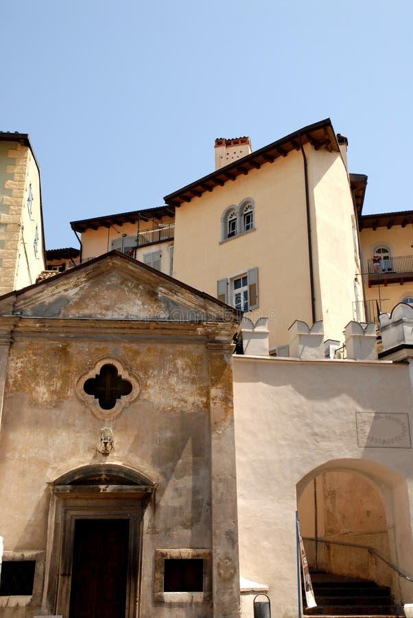 从正方形看的节略在五谷的中心在特伦托省的在罗韦雷托(意大利) 免版税库存图片