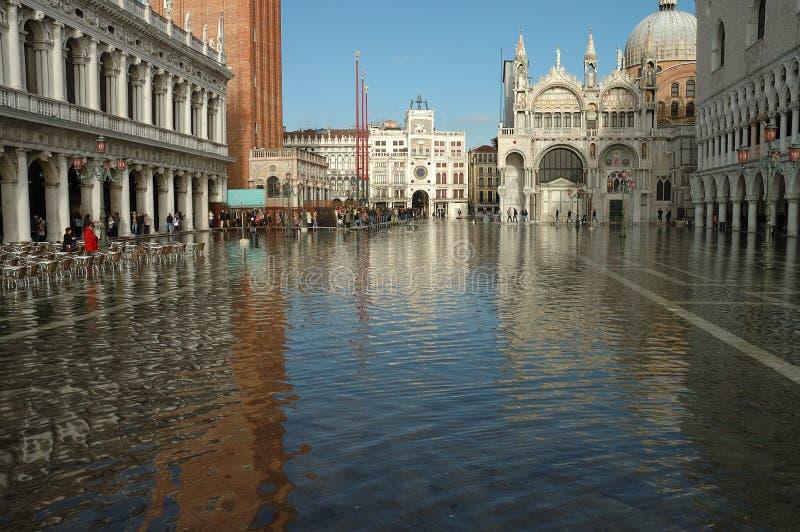 正方形被淹没的威尼斯 库存图片