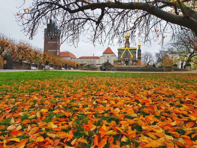 正统东正教会和下跌的左边 库存照片