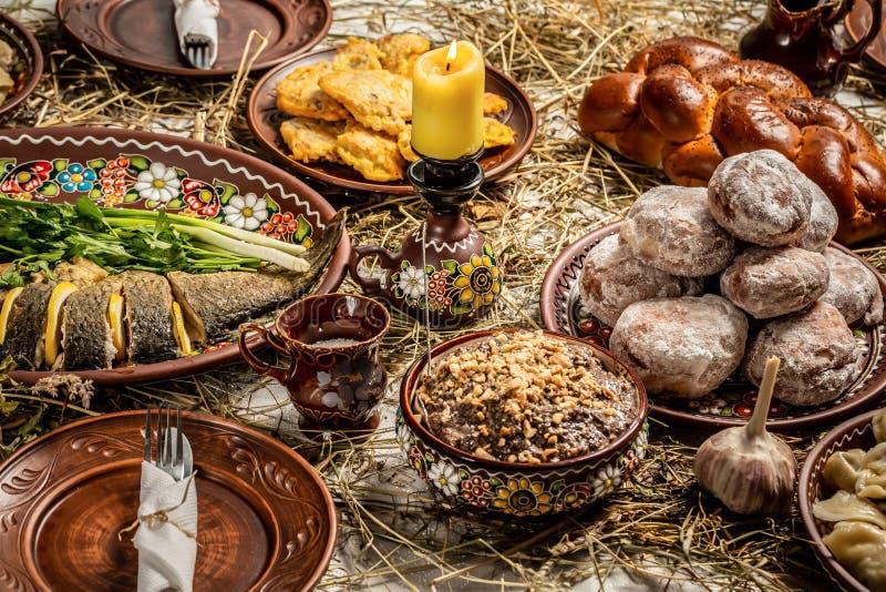 正统圣诞节的传统食物 Kutya -与坚果,葡萄干,蜂蜜,罂粟种子的麦子粥 传统圣诞节 免版税图库摄影