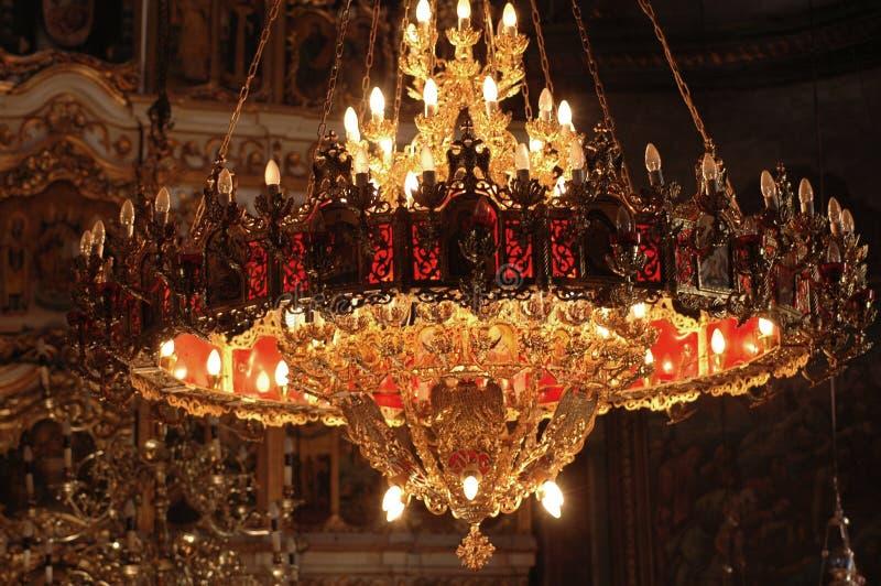 正统枝形吊灯的教会 免版税库存图片