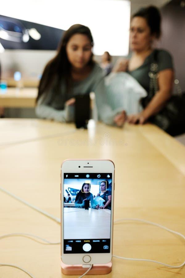 正苹果计算机iPhone 7 库存照片