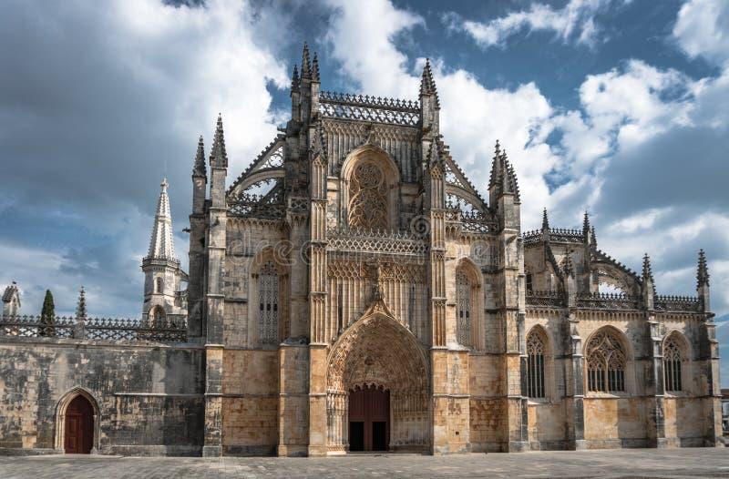 正门中世纪Batalha修道院葡萄牙广角看法  免版税库存照片