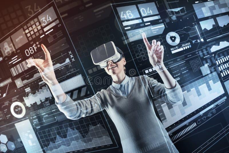 正面专家改变的设置,当在虚拟现实中时 免版税库存图片