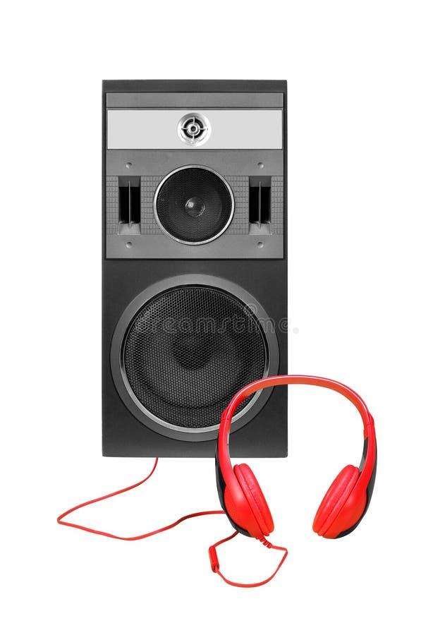 正面图一三通的线列阵扩音器在白色背景和耳机隔绝的封入物内阁 免版税库存照片