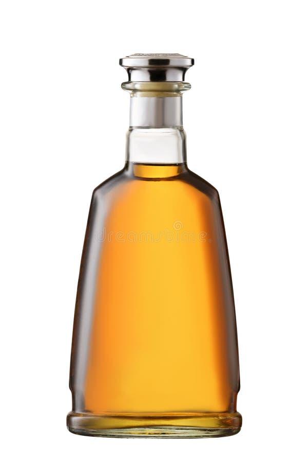 正面图充分的威士忌酒,科涅克白兰地,在与裁减路线的白色背景隔绝的白兰地酒瓶 免版税库存照片