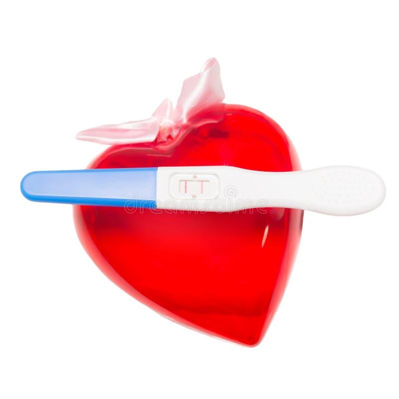 正面妊娠试验和心脏 库存照片