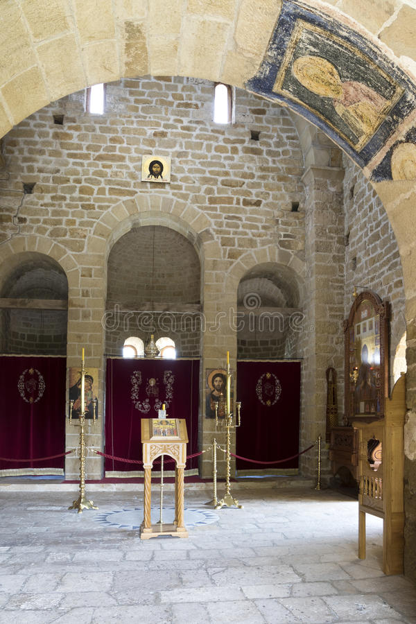 正统修道院Djurdjevi Stupovi内部在塞尔维亚 库存图片