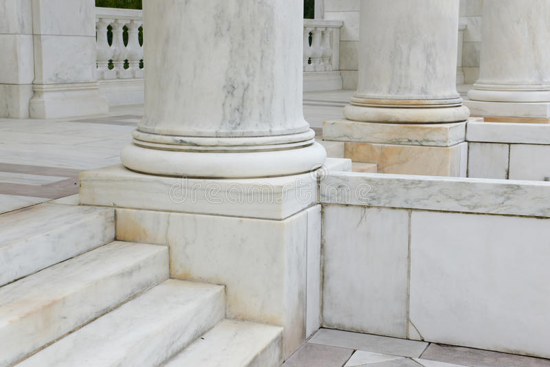 步和柱子由大理石制成 库存图片