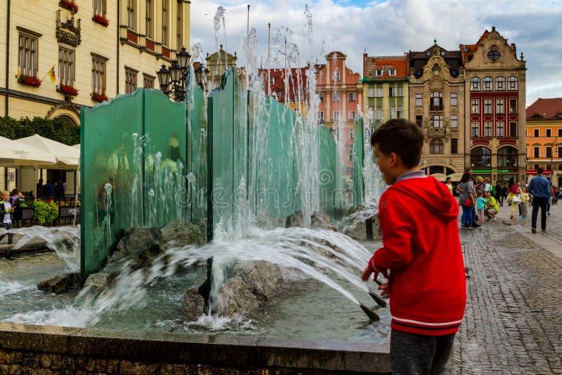 步行在弗罗茨瓦夫,西里西亚,波兰 免版税库存图片