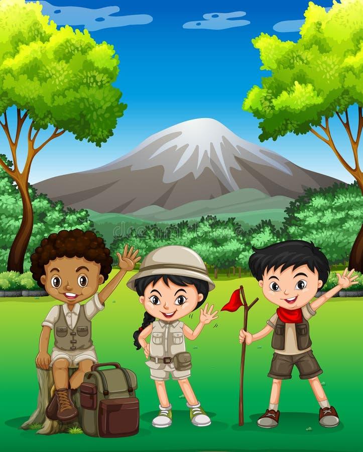 步行在森林里的三个孩子 库存例证