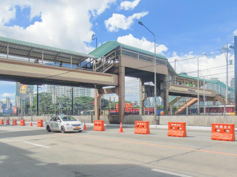 步行天桥在瓜达卢佩河,马卡蒂市,马尼拉大都会,菲律宾 免版税库存图片