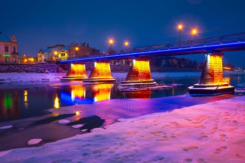 步行桥通过河Uzh在晚上 免版税库存照片