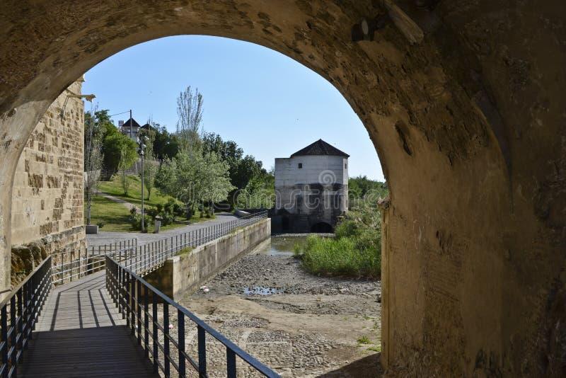 步行段落在罗马桥梁,Cordona下 库存图片