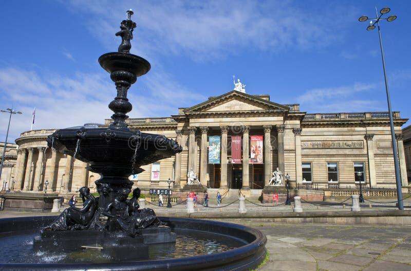 步行者美术画廊和Steble喷泉在利物浦 免版税库存图片