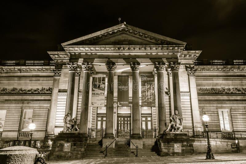 Download 步行者美术画廊在夜之前 编辑类图片. 图片 包括有 结构, 博物馆, 已分解, 都市, 葡萄酒, 室外, 地标 - 62536820