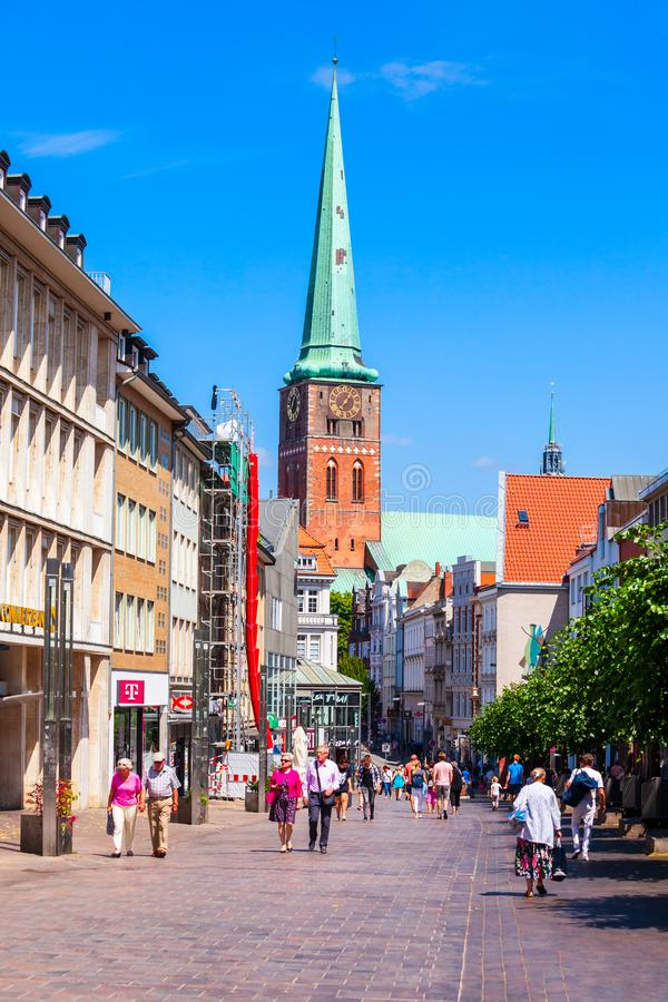 步行街道在吕贝克,德国 库存照片