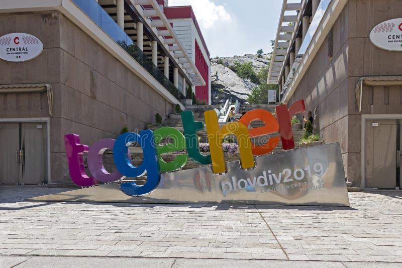 步行街道的走的人在普罗夫迪夫,保加利亚的中心  免版税库存照片