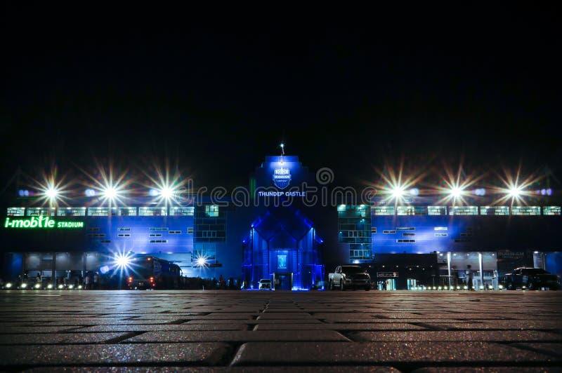 武里喃府,泰国- 8月15 :夜视图2015年8月15日的我流动体育场外在武里喃府,泰国 库存图片
