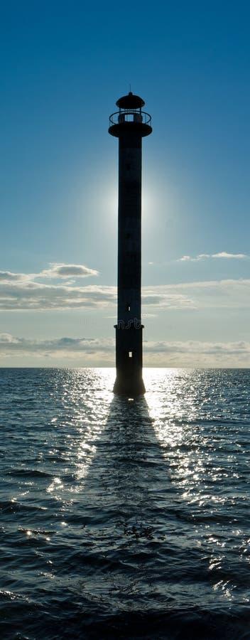 歪曲灯塔在波罗的海 免版税库存照片
