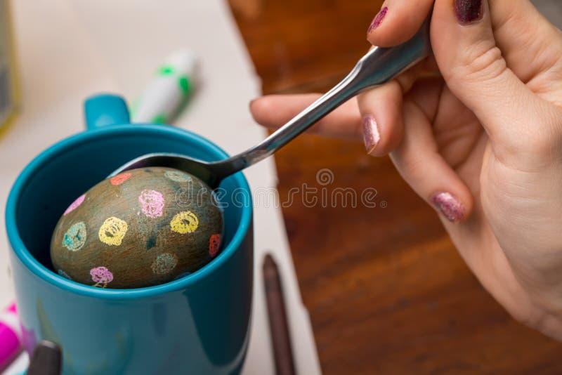 死一个有斑点的鸡蛋 免版税图库摄影