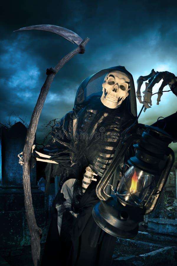 死亡死亡天使与闪亮指示的在晚上 免版税库存照片