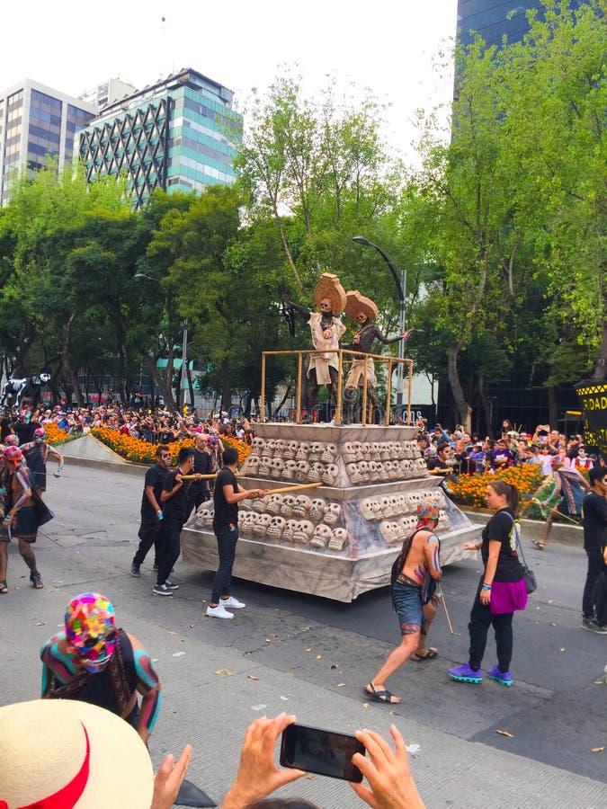 死亡的墨西哥上帝在死亡游行的天 免版税库存照片