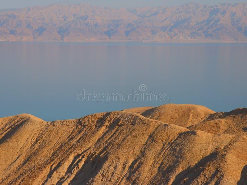 死海视图有乔丹山的在背景中 免版税库存图片