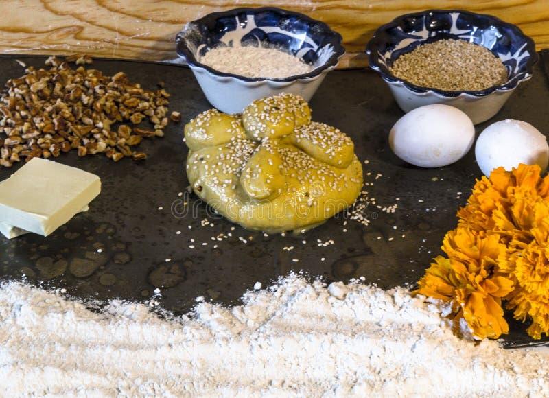 死的墨西哥hojaldras的天的传统面包 免版税库存照片