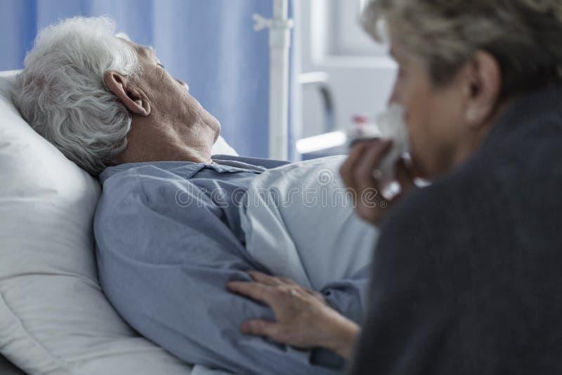 死的年长人 免版税库存图片