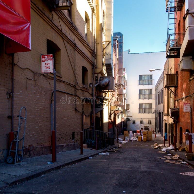 死角街道在有垃圾的旧金山 库存照片