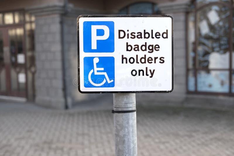 残疾徽章仅持有人在停车场没有未批准的停车处 免版税图库摄影