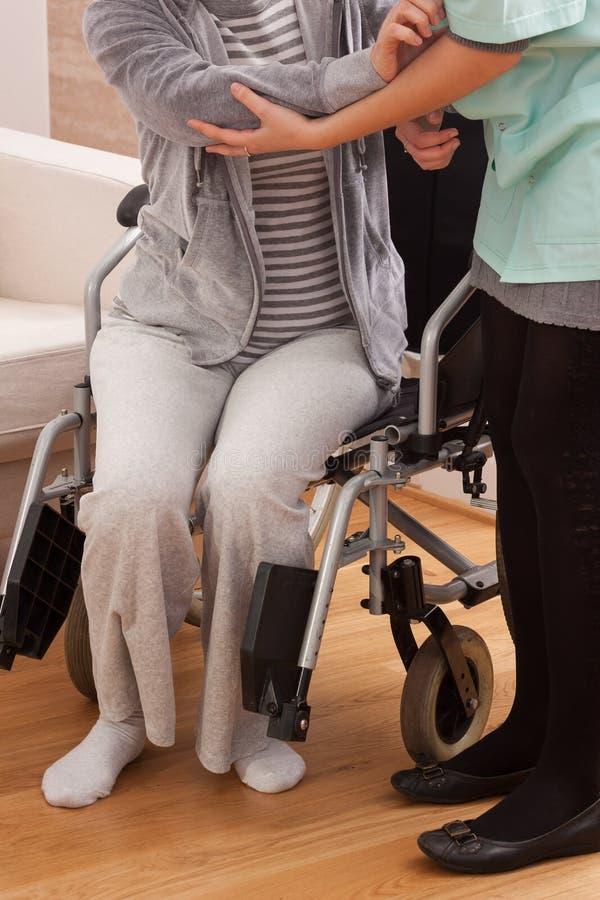 残疾设法起来 免版税库存图片