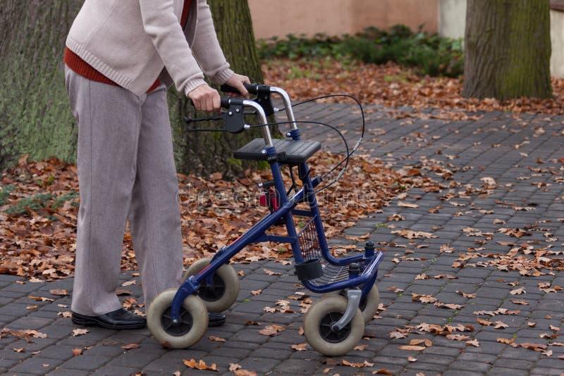 残疾走与步行者户外 库存照片