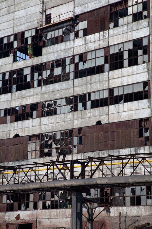 残破的大厦行业老视窗 免版税库存图片