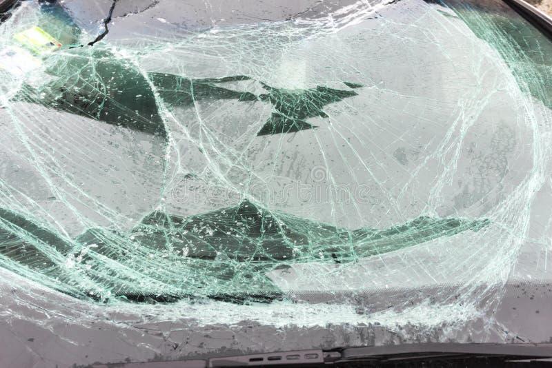 残破的汽车挡风玻璃 库存照片