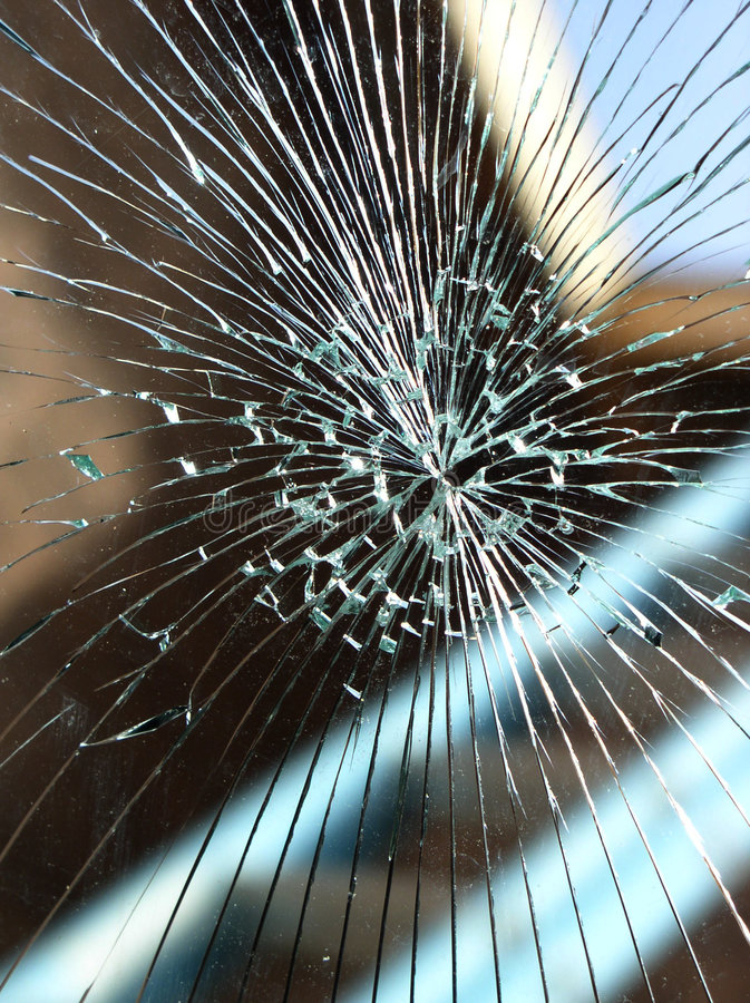 残破的玻璃挡风玻璃 免版税库存照片