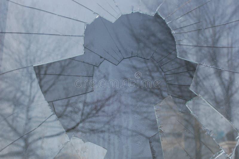 残破的玻璃捣毁的视窗 免版税库存照片